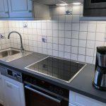 Renovierte Küche mit neuen Elektrogeräten im Ferienhaus Deichschaf an der Nordsee
